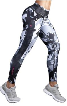 Drakon leggings are made of Supplex fabric that moves & stretches with you while the thick flat waistband keeps your belly flat and comfortably tucked in. The extremely supportive material gives a fir Camo Leggings, Leggings Mode, Sports Leggings, Printed Leggings, Women's Leggings, Legging Outfits, Leggings Fashion, Workout Attire, Workout Wear