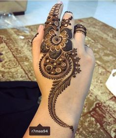 Latest Amazing Mehndi Designs For Parties Hello Guys! here you will see Latest Mehndi Designs with Amazing Patterns for your Hands and. Modern Mehndi Designs, Mehndi Design Pictures, Dulhan Mehndi Designs, Beautiful Mehndi Design, Henna Mehndi, Mehandi Designs, Mehndi Images, Arabic Mehndi, Easy Mehndi