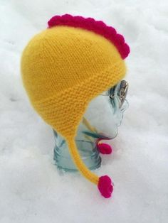 Holdt hodet varmt med en hønemor-lue - av Tusen Ideer Chicken Hats, Alter, Mittens, Winter Hats, Crochet Hats, Knitting, Perler, Hens, Easter Ideas