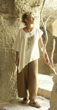 Originals silk clothes: Top made of raw silk natural color - Amalthée Casual Fashion Trends, Boho Fashion, Fashion Looks, Fashion Tips, Fleece Leggings, Unique Outfits, Cool Outfits, Animal Print Maxi Dresses, Clothes Encounters