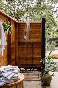 32 beautiful DIY outdoor shower ideas: creative designs & plans on how to build easy garden shower enclosures with best budget friendly kits & fixtures! – A Piece of Rainbow outdoor projects, backyard, landscaping, Outdoor Baths, Outdoor Bathrooms, Outdoor Sauna Kits, Outdoor Projects, Garden Projects, Garden Ideas, Outdoor Ideas, Outside Showers, Outdoor Showers