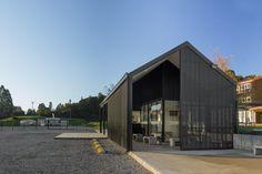Acesso Colégio Alemão de Puerto Varas / MORAGA-HÖPFNER Arquitectos