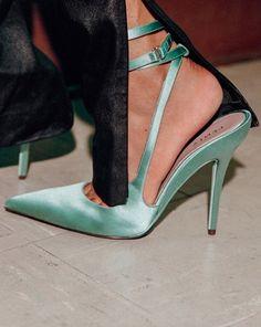 #Fenty #green #shoes by #rihanna #highheels #talonshauts Pretty Shoes, Cute Shoes, Me Too Shoes, Shoes Sneakers, Shoes Heels, Pumps, Sock Shoes, Shoe Boots, Azul Tiffany