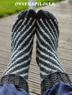 Leg Warmers, Gloves, Socks, Knitting, Lifestyle, Fashion, Knit Stitches, Leg Warmers Outfit, Moda