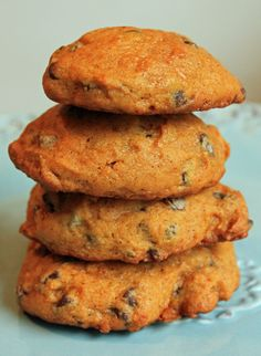 Pumpkin Chocolate Chip Cookies -  15 oz canned pumpkin    2 cup(s) milk chocolate chips    1 serving(s) Betty Crocker Spice Cake-entire box     350 degree oven Mix together, spice cake, 1can of Libby's pumpkin, and 2cups chocolate chips. Drop by spoonful on cookie sheet, bake for 15-18mins. 2 POINTS PLUS for 1 Cookie!