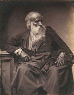 Attribué à Léon Crémière (1831-après 1871) et Erwin Hanfstaengl (1837-1905) Type de vieillard de Montluçon. France, vers 1860. Tirage sur papier salé. 26,5 x 20,2 cm
