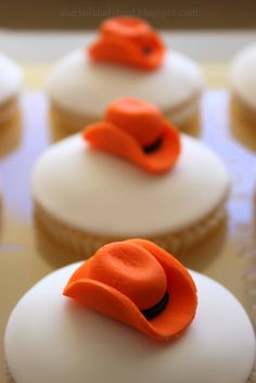 just a pic of cowboy hat for a cupcake topper
