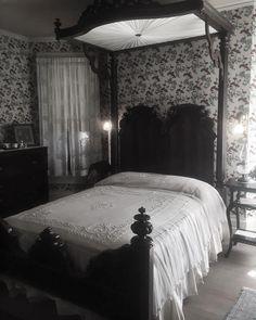 1,253 отметок «Нравится», 10 комментариев — Sarai Мишка (@svrvinissvn) в Instagram: «New bedroom, who dis?»