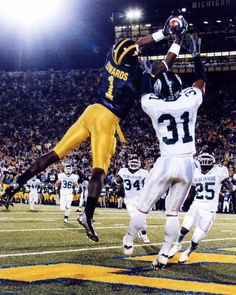 Touch the Banner is a Michigan football website with daily updates on the team, recruiting, and the history of the Wolverines. Michigan Wolverines Football, Michigan Athletics, University Of Michigan, Football Fans, Football Players, College Football, Football Helmets, Braylon Edwards, Michigan Go Blue
