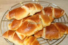 CORNURI PUFOASE CU GEM - Flaveur Healthy Desserts For Kids, Breakfast Snacks, Croissants, Hot Dog Buns, Sweets, Bread, Recipes, Food, Tudor