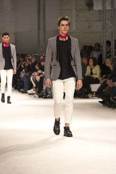 Ambitious Shoes Fashion Show Autumn Winter 17 @ 40º Portugal Fashion. #Portugalfashion #beambitious #portugueseshoes #ambitioushoes #fashion #clothes #models #PF #shoes #porto #fashionshow #fall #Autumn #winter #Autumnwinter #style #menswear #mensfashion #Footwear #design #collection #leathershoes #ambitiousmood #ambitions #ambitiousshoes #colourfullshoes #fallwinter17