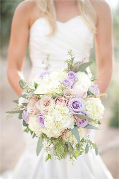Lush bouquet with lilac, blush and ivory Photo: Amy & Jordan