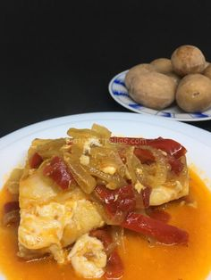 bacalao encebollado / Tesegre / Las Carboneras-Anaga Thai Red Curry, Macaroni And Cheese, French Toast, Tenerife, Breakfast, Ethnic Recipes, Food, Kitchen Nook, Plate
