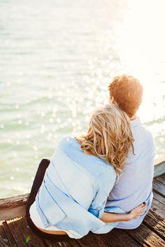 love by the beach Aceptando que nos #comunicamos de manera diferente podemos lograr mayor fluidez en las #relaciones: http://blog.twinshoes.es/2013/05/08/10diferencias-de-comunicacion-entre-hombre-y-mujeres/