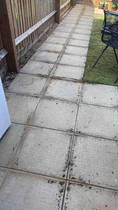 How to DIY : Concrete Garden Slab Stencilling – Home Ideology Stencil Concrete, Painting Concrete, Concrete Garden, Concrete Patio, Concrete Paving Slabs, Patio Slabs, Concrete Floors, Garden Slabs, Garden Paving