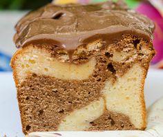 Μια πολύ εύκολη συνταγή για ένα λαχταριστό κέικ που θα απολαύσουν οι λάτρεις της σοκολάτας και ειδικά της μερέντας. Αφράτο κέικ με γέμιση και άλειμμα μερέν Condensed Milk Cake, Greek Sweets, Cheesecake Cupcakes, Greek Recipes, Cheesecakes, Vanilla Cake, Banana Bread, Cupcake Cakes, Cake Recipes