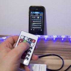Das Z-Wave Fibaro RGB Modul kann 4 analoge Signale an den Eingängen verwalten. Dadurch kann der LED Stripe mit Smartphone sowie auch per Infrarot Fernbedienung gesteuerut werden