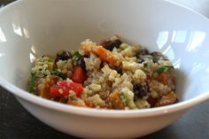 Sweet Potato Quinoa is a protein rich superfood. This recipe can be eaten as a main dish or side. Make Sweet Potato Quinoa a day ahead and take to work for a quick & delicious lunch. Quinoa Dishes, Food Dishes, Quinoa Meals, Main Dishes, Quinoa Bowl, Veggie Meals, Vegetarian Recipes, Cooking Recipes, Healthy Recipes