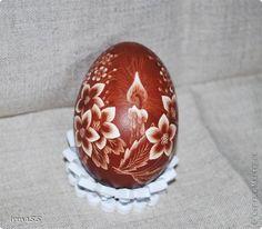 Здравствуйте жители СМ! Скоро Пасха.  Я занята подготовкой подарков. В этом году я решила сделать драпанки и хочу показать их Вам. Все рисунки процарапаны острым ножом на курином яйце. Яйца предварительно выдула, а потом варила их в яичной шелухе. фото 1