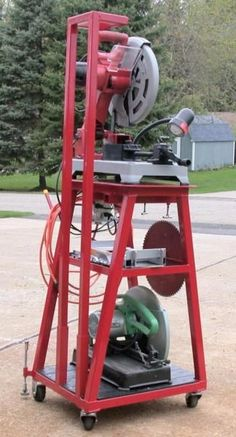 A saw stand tribute build to Yorkiepap - WeldingWeb™ - Welding forum for pros and enthusiasts Welding Classes, Welding Jobs, Metal Projects, Welding Projects, Welding Ideas, Diy Welding, Mobile Welding, Welding Design, Art Projects