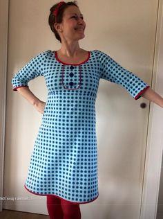 Ærmerne og udsnittet foran - og farverne Diy Dress, Dress Skirt, Dress Up, Clothing Patterns, Dress Patterns, Diy Clothes, Clothes For Women, Folk Fashion, Dress With Bow