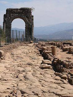 Ruinas de Cáparra Cáceres Ancient Architecture, Art And Architecture, All About Spain, Roman Names, Iberian Peninsula, George Washington Bridge, Spain And Portugal, Great Shots, Ancient Civilizations