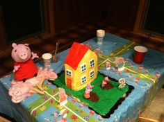 Peppa pig house and figures, what an original birthday cake for Finn´s 2nd birthday! #peppapigcake #peppapigparty Find all the peppa pig supplies at partyweb.us