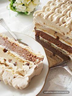 Lagana torta za sve ljubitelje cokolade i kafe sa puno krema, krckavim grilijasom i beze koricama.