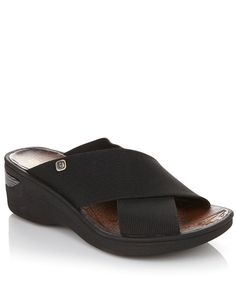 This @bzeesofficial wedge slide is the perfect sandal for all your summer adventures!