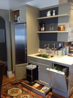 Great use of the space under the cabinet with the pull out drawer.