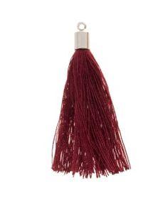 Ze zijn in allerlei #kleuren te verkrijgen bijvoorbeeld deze #burgundy. Maak een #sleutelhanger of naai ze vast aan een #sjaal!