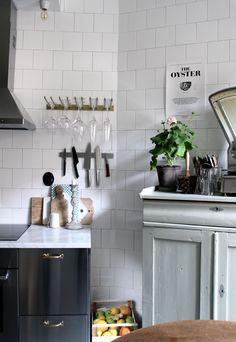 Home Interior Farmhouse Kitchen Interior, New Kitchen, Interior Design Living Room, Kitchen Dining, Kitchen Decor, Two Tone Kitchen Cabinets, Indian Home Interior, Cocinas Kitchen, Kitchen Stories