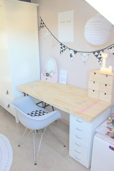 Van Jansen: Huiswerk maken in stijl .Jansen : Doing homework in style My New Room, My Room, Girls Bedroom, Bedroom Decor, Desk Inspiration, Big Girl Rooms, Home Office Design, Kids Room, Home Decor
