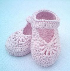 Ravelry: YARA simple baby shoes pattern by Crochet- atelier SKILL LEVEL - EASY Pattern sizes: 0-3 months; 3-6 months; 6-9 months; 9-12 months