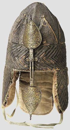 Tatar soft helmet (Шапка бумажная), 17 c. Used by Ermak - conqueror of Siberia, the Russian commander of Tsar Ivan the Terrible. Helmet Armor, Arm Armor, Ancient Armor, Medieval Armor, Armadura Medieval, Knight Armor, Ottoman Empire, Ancient Artifacts, Islamic Art