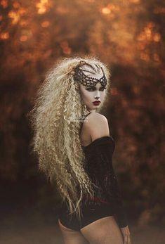 dark boudoir big hair on location autumn colours Schatten Fotografie Inspiration Photoshoot, Ideas Para Photoshoot, Creative Photoshoot Ideas, Makeup Photoshoot, Hair Inspiration, Dark Beauty, Gothic Beauty, Photo Portrait, Portrait Photography