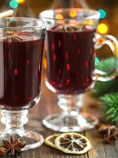 German holiday traditional recipe, Glühwein or spiced wine recipe to make at home. Ponche Navideno, Alcoholic Drinks, Beverages, Spiced Wine, Cooking Humor, Mulled Wine, Gin And Tonic, Winter Theme, Wine Recipes