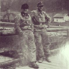 """Panzernänner Piontek and Schirmer from Stabskompanie of the II./SS-PzRgt 1 """"LSSAH"""" on 8 May 1945 in Österreich Ww2 Uniforms, Germany Ww2, Ww2 Photos, Paratrooper, German Army, Panzer, World War Two, Wwii, Two By Two"""