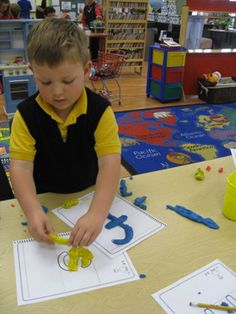 Using multi-sensory teaching methods (i.e for dyslexics) Teaching Methods, Teaching Tools, Teaching Kids, Kids Learning, Dyslexia Teaching, Learning Techniques, Classroom Tools, Montessori Classroom, Effective Teaching