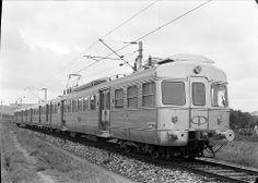"Sorefame, Unit triple electric ""Budd"", of Linha de Sintra, Portugal, 1957 . Bonde, Train Art, Electric Train, Lisbon Portugal, Vintage Travel, Natural Beauty, Nostalgia, Old Things, Europe"