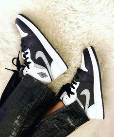 Jordan Noir, Air Jordan 3, Jordan 1 White, Jordan 1 Mid, Air Jordan Shoes, Air Jordan 1 Shadow, Air Jordans Femme, Air Force Jordans, Air Jordans Women