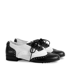 Gucci Cruise 2016 Children's leather brogue shoe Brogue Shoe, Leather Brogues, Boy Fashion, Fashion Design, Boy Blue, Girls Shopping, Accessories Shop, Kids Girls, Designer Shoes