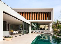 L-Shaped Family Home Fascinates With Interconnected Spaces - http://freshome.com/l-shaped-family-home-fascinates-interconnected-spaces