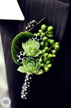groom corsage, butonierka Buttonhole Flowers, Wedding Buttonholes, Button Holes Wedding, Corsages, Occasion Dresses, Wedding Season, Flower Arrangements, Marie, Wedding Flowers