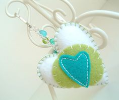 Loving the colours on this felt heart keychain.