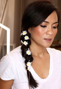 Spice Up Your Side Braids With This Easy 5-Minute Hair How-To http://www.makeupandbeautyblog.com/hair/spice-side-braid-easy-5-minute-hairstyle/ #MakeupCafe