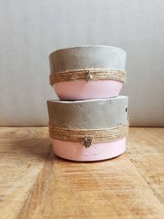 Concrete and pink planters with jute string Cement Art, Concrete Cement, Concrete Crafts, Concrete Projects, Concrete Planters, Pottery Painting Designs, Beton Diy, Diy Plant Stand, Painted Pots
