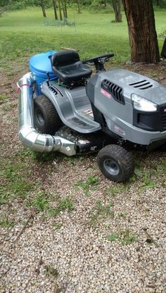 Lifehacks: Uncommon solutions to common problems. Riding Lawn Mower Attachments, Garden Tractor Attachments, Lawn Vacuum, Yard Tractors, Homemade Tractor, Lawn Mower Repair, Lawn Equipment, Bobcat Equipment, Riding Lawn Mowers