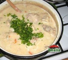 Tocanita de pui Romanian Food, Romanian Recipes, Jamie Oliver, Soul Food, Cheeseburger Chowder, Chicken, Rice, Cubs, Brass