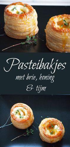 Heerlijk voorgerecht: Pasteibakjes met brie, honing en tijm! Appetizer Recipes, Snack Recipes, Cooking Recipes, Yummy Drinks, Yummy Food, Xmas Food, Savory Snacks, Brie, High Tea